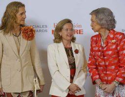 Deslumbran la reina y su hija Elena