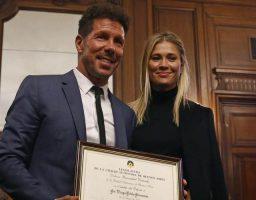 El entrenador del Atlético de Madrid fue homenajeado en Buenos Aires