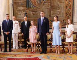 Las hijas delos reyes en la imposición de la Orden del Mérito Civil
