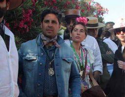 La pareja se incorporó al recorrido con la Hermandad del Rocio de Triana