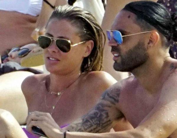 La modelo y el futbolista disfrutaron del sol de Ibiza