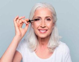 10 trucos de maquillaje que quitan años ( y cinco errores que envejecen)