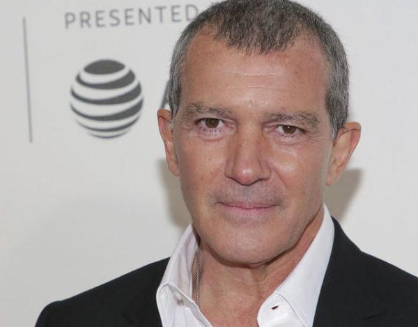 El actor celebro sus 59 años rodeado de amigos y familiares cercanos