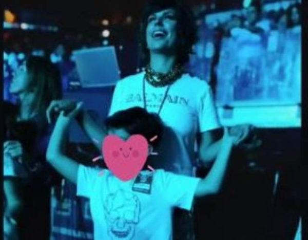 Dylan y Raquel Perera en el concierto de Alejandro Sanz
