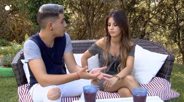 Jonathan le dice a Jenny que abandona por problemas personales