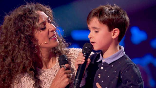Rosario canta con el joven Daniel en La Voz Kids